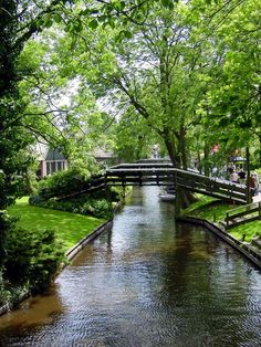 Giethoorn, Netherlands, village with only waterroads
