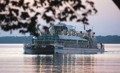 Passeio de Catamarã no Lago de Itaipu, Foz do Iguaçu (PR).