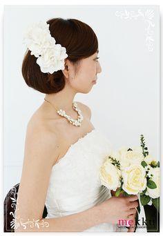 【ヘッドドレス】【花カチューシャ】ホワイトフラワーヘアアクセサリー[ha082]/ウェディングアクセサリー~mekku~【メック】