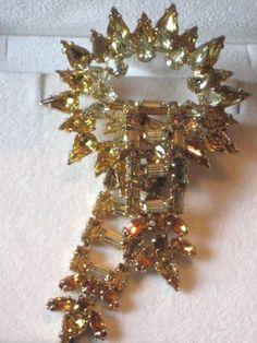 Vntg YELLOW RHINESTONE STARBURST GOLD TONE Brooch Pin-Costume Jewelry-Estate