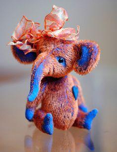 elephant Florentina - 7 inches (17.7 centimeters) - artist bear - elephant - teddy bears - OOAK by Janna Pankova op Etsy, 115,29€