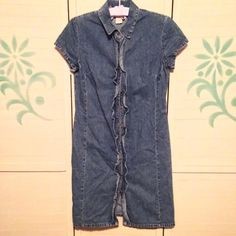 "🐝SALE🐝 Vintage 90's Chambray Denim Dress I love this! True 90s vintage button up denim dress with ruffle accents. Looks adorable belted or loose! So fun to accessorize and make your own! By Expressions. Size Medium. 100% cotton. Chest measures xx"". Length xx"". Sleeve xx"". Good pre-owned condition with no holes, rips, or stains.  KWs: indie, soft grunge, ruffled, shirt dress, western, country, boho, rockabilly, spring, summer, retro, ootd, blue jean Vintage Dresses Mini"