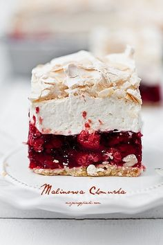 short pastry with raspberry jelly, vanilla cream cheese and almond meringue (Baking Sweet Recipes) No Bake Desserts, Just Desserts, Delicious Desserts, Yummy Food, Sweet Recipes, Cake Recipes, Dessert Recipes, Bolos Naked Cake, Short Pastry