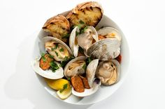 Grilled Clams with Chorizo: We're big fans of dipping the grilled bread in the garlic butter sauce. We won't judge you if it dribbles down your chin a bit. Clam Recipes, Chorizo Recipes, Seafood Recipes, Shellfish Recipes, Grilling Recipes, Cooking Recipes, Grilling Tips, Kitchen Recipes, Cooking Tips