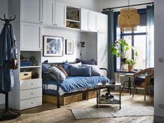 PLATSA kledingkast | IKEA IKEAnl IKEAnederland inspiratie wooninspiratie interieur wooninterieur bedbank bed bank kapstok kleed hanglamp plant