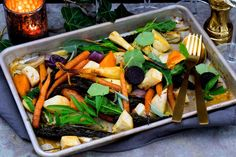 Paahdetut uunijuurekset ovat värikäs lisuke talviseen juhlapöytään. Mausta jauhetulla inkiväärillä, kardemummalla, sitruunankuorella ja fondilla. Cantaloupe, Vegetarian, Chicken, Meat, Fruit, Food, Essen, Meals, Yemek