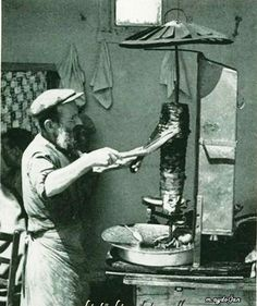 Artvin, Dönerci Hasan Efendi, 1941 Working People, Mediterranean Recipes, Once Upon A Time, Vintage Photos, Istanbul, Nostalgia, Ottoman, Pictures, Painting