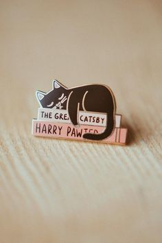 Literary Kitty (The Great Catsby / Harry Pawter) Enamel Pin - Justine Gilbuena Love Card, Gifts For Librarians, Writers Gifts, Jacket Pins, Gifts For Readers, Cat Pin, Cool Pins, Pin And Patches, Pin Badges