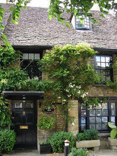 cottage in High Street Burford Oxfordshire / UK