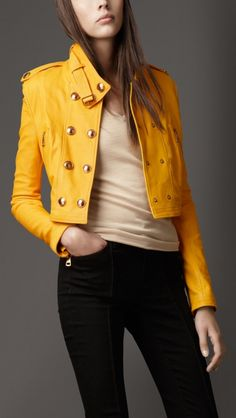 chaqueta burberry amarilla