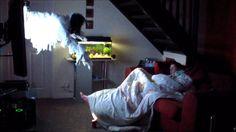 Bromas a mujeres (Novio asusta a su novia mientras duerme!) - YouTube