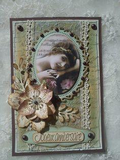 Bonjour à toutes, Aujourd'hui nous vous présentons une carte et une petite pochette réalisée par Athéna pour l'anniversaire de Sylvie. J'ai créé un fond, sur du carton de récup, avec du gesso, des encres distress et des glimmers mist puis j'ai tamponné...