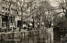 1950's. De Leliegracht in De Jordaan, Amsterdam. The Leliegracht is a canal between the Herengracht and the Prinsengracht.within the ring of canals in the center of Amsterdam in the Jordaan section of the city. The canal was constructed 1612. #amsterdam #1950