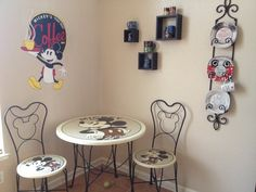 Apartment kitchen themes mickey mouse Ideas for 2019 Mickey Mouse House, Mickey Mouse Kitchen, Mickey Mouse And Friends, Mickey Minnie Mouse, Disney Themed Rooms, Disney Rooms, Retro Kitchen Tables, Kitchen Themes, Kitchen Hacks