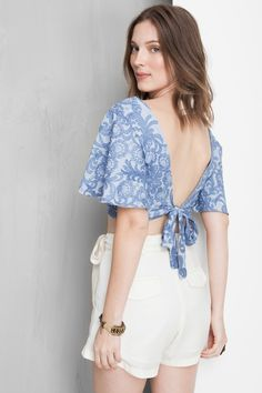 crop top, blouse top, embroidered top back look All About Fashion, Love Fashion, Diy Fashion, Fashion Dresses, Fashion Looks, Womens Fashion, Havana Nights Dress, Sleeves Designs For Dresses, Simple Sarees