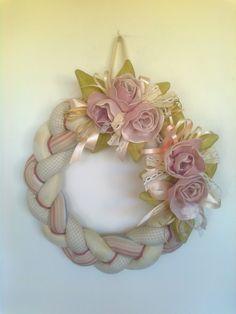 ghirlanda rose di lino di Laura Tosi https://www.facebook.com/fattoconamorelaura/