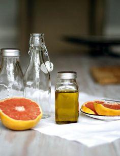 DIY: Grapefruit Cellulite Scrub   Body Oil   http://hellonatural.co/diy-grapefruit-cellulite-scrub/