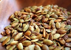 Honey Roasted Pumpkin Seeds and 9 other great looking pumpkin seed recipes! Roasted Pumpkin Seeds Cinnamon, Flavored Pumpkin Seeds, Best Pumpkin Seed Recipe, Homemade Pumpkin Seeds, Savory Pumpkin Recipes, Toasted Pumpkin Seeds, Roast Pumpkin, Pumpkin Spice, Healthy Snack Foods