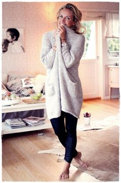 Kanskje enda finere i en friskere farge? Fall Outfits, Casual Outfits, Cute Outfits, Date Night Dresses, Cold Weather Outfits, Autumn Winter Fashion, Dress To Impress, Lounge Wear, Knitwear