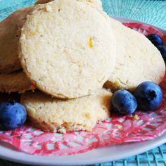 biscotti al profumo di agrumi e rosmarino accompagnato dal passito di #Erbaluce di #Orsolani
