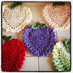 Pear Trivet By April - Free Crochet Pattern Crochet Home, Love Crochet, Crochet Motif, Crochet Doilies, Crochet Flowers, Crochet Kitchen, Knitting Patterns, Crochet Patterns, Crochet Gratis