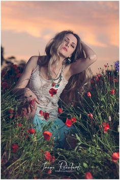 Model in a poppy field / Sunset photography / blond model / fashion photography / poppies / hippie outfit / passion / vogue / magazine vogue / NY fashion / runway / IrinaReichertPhotography / IrinaRecihertBlog / www.IrinaReichertPhotography.com