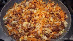 cum se calesc legumele pentru sos de carne (2) Fried Rice, Mozzarella, Fries, Spaghetti, Ethnic Recipes, Food, Essen, Nasi Goreng, Yemek
