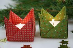 Falte Deine Teelichthalter aus Papier! Hier ist die Bastelanleitung für dekorative Origami Teelichhalter - gleich ausprobieren und nachtbasteln!