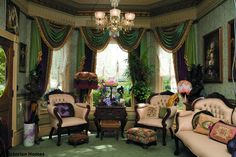 The victorian living room is always eye-catching, charming and luxurious in design and classic European style. The design of Victoria's living room is inspired by the decoration of homes or c… Victorian Living Room, Victorian Home Decor, Victorian Parlor, Victorian Interiors, Victorian Furniture, Victorian Design, Victorian Fashion, Modern Victorian, Vintage Furniture
