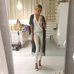#OOTD: Josh draagt hier de Livia top! De Livia top is een echte classic en mag daarom niet in jouw garderobe ontbreken. De top is chic en tijdloos en kan superleuk gecombineerd worden met een stoere jeans en high heels! De top is verkrijgbaar in twee kleuren: fuchsia & pearl white. Welke kleur is jouw favoriet? www.JOSHV.com