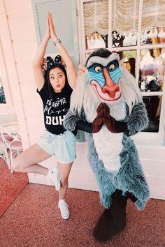 Cute Disneyland pics // mackenzie brown on IG Sweet Disneyland Pictures // Mackenzie Brown on IG Disney Characters Pictures, Cute Disney Pictures, Disney World Pictures, Bff Pictures, Disney Dream, Disney Style, Disney Love, Disney Magic, Disney Vacations