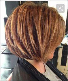 Stacked-Bob-Haircut-with-Blonde-Highlights Short Stacked Bob Hairstyles Wavy Hair, New Hair, Thick Hair, Wavy Lob, Frizzy Hair, Medium Hair Styles, Short Hair Styles, Hair Medium, Stacked Bob Hairstyles
