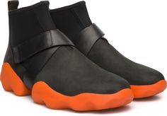 Dub is a sneaker hybrid whose unique shape draws on the majestic curves of mountains, caves, and other wonders of the natural world. Sporty elements such as its sock-like fit and flexible construction make it a nature-inspired wonder that is also durable enough for city streets.
