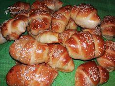Κρουασάν με ζύμη γιαουρτιού. | mpaxari & kanela Croissant Donut, Greek Cooking, Greek Recipes, Pretzel Bites, Hot Dog Buns, Bagel, Finger Foods, Donuts, Food And Drink