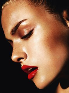 Great look for summer - super red lips and bronzed face.