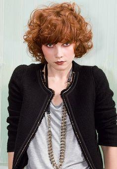 boucles - coupe courte - court bouclé tendance cheveux