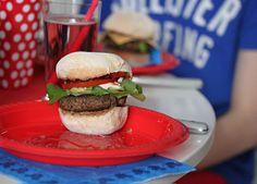 Hamburger made by a youngster - Lasten tekemät hampurilaiset, Hampurilaisbileet, Ruoka.fi