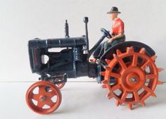BRITAINS VINTAGE BOXED No127F FORDSON MAJOR TRACTOR WITH DRIVER - SPUDDED WHEELS