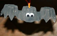 Easy egg carton bat craft for toddlers or preschoolers. Use with letter b, science, or Halloween activities.