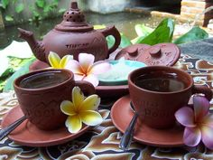 Teh Poci, Indonesia: Hot tea served in earthenware cups and teapot. Sugar cubes are sometimes added. A blend of sweet and bitter..