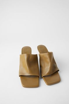 Leather high-heel mules available in different colours: khaki, tan and strawberry pink. Lined heel. Heel height of cm. Leather High Heels, Leather Mules, Zara, Best Flats, Mullets, Leather Working, Soft Leather, Me Too Shoes, Heeled Mules