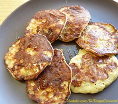 How to make Flourless Banana Pancakes, 3 ingredients, Easy Recipe Baby Food Recipes, Sweet Recipes, Cooking Recipes, Flourless Banana Pancakes, Vegetarian Recipes, Healthy Recipes, Good Food, Yummy Food, Best Food Ever