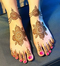 Looking for easy mehndi designs that you can try at home? We have saved some of the simple mehandi designs for beginners, which are perfect for all your occasions in Dulhan Mehndi Designs, Mehandi Designs, Mehndi Designs Feet, Latest Bridal Mehndi Designs, Mehndi Designs For Girls, Mehndi Designs For Beginners, Mehndi Design Photos, Wedding Mehndi Designs, Beautiful Mehndi Design