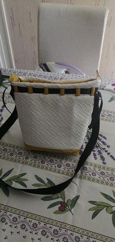 Sac Calypso en blanc jaune et noir cousu par Amandine - Patron  Sacôtin
