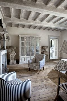 Una Casa de Estilo Provenzal en la Toscana / A Provençal Style Home in Tuscany French Country House, Country Chic, Rustic Chic, Style At Home, Provence Interior, Provence Style, French Decor, Design Case, Home Fashion