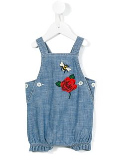 Shop new season Gucci Kids clothes & accessories at Farfetch. Choose iconic kidswear pieces now. Baby Dungarees, Denim Dungarees, Gucci 2017, Winter Baby Clothes, Gucci Kids, Toddler Girl, Girl Fashion, Cute Outfits, Couture