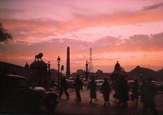 夕暮れのコンコルド広場/木村伊兵衛 - 遊びをせんとや生れけむ