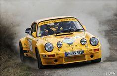 Rallye Weltmeister Walter Röhrl auf Porsche 911 RS
