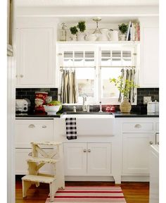 white kitchen cabinets granite countertop | ... kitchen that has white cabinets and (real) black soapstone countertops