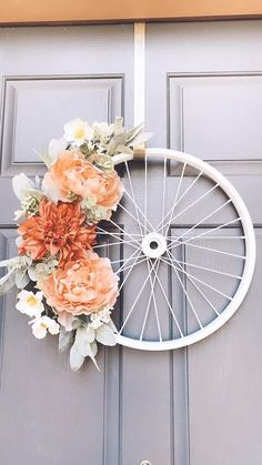 Deco Mesh Wreaths, Holiday Wreaths, Easter Wreaths, Home Crafts, Diy Crafts, Bicycle Decor, Craft Images, Wreaths For Front Door, Front Porch